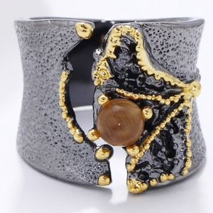 Jewelry - New Ring Split on Top with Brown CZ Stone - Size 7